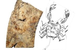 Cáncer, antiguo grabado astrológico en marfil +2000 años, foto Staso Forenbaher