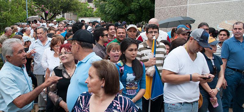 Elecciones_presidenciales_Venezuela_2012.Colas para ingresar a las mesas de votación, Maracaibo