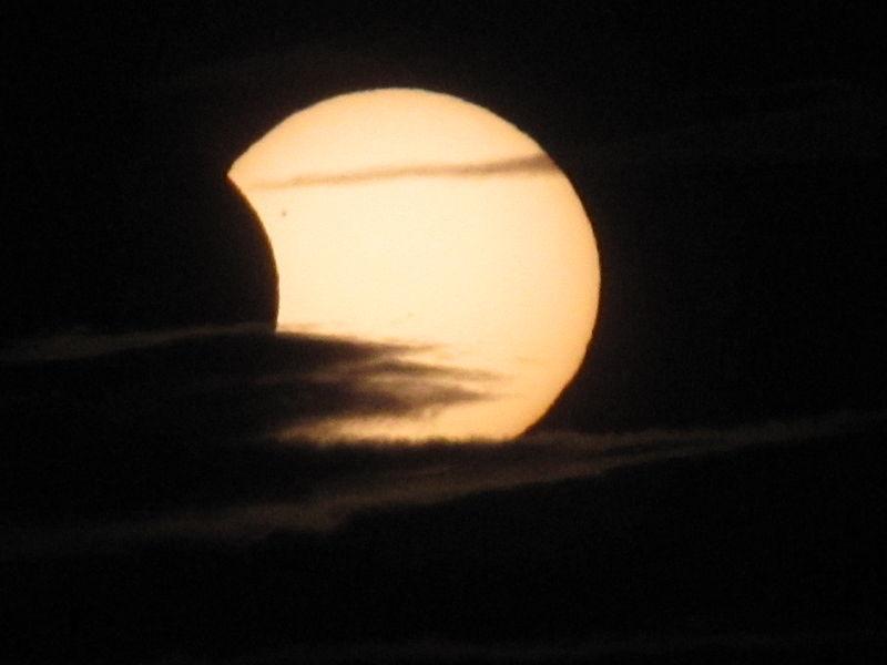 Neil Parley. Foto: Eclipse Parcial de Sol, Kirkcaldy, Reino Unido. Wikimedia Commons, 4 enero 2011
