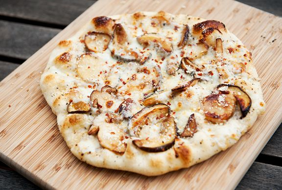 Escorpio-pizza blanca con copos de pimienta roja