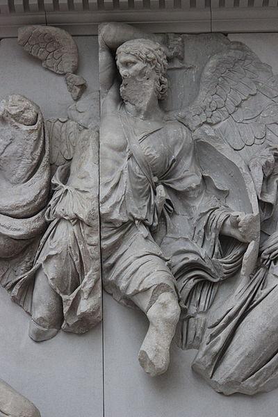Urano lucha contra los gigantes. Altar de Pérgamo, Pergamon Museum in Berlin., Alemania. Foto: Miguel Hermoso Cuesta. Wikimedia Commons 12 enero 2015.